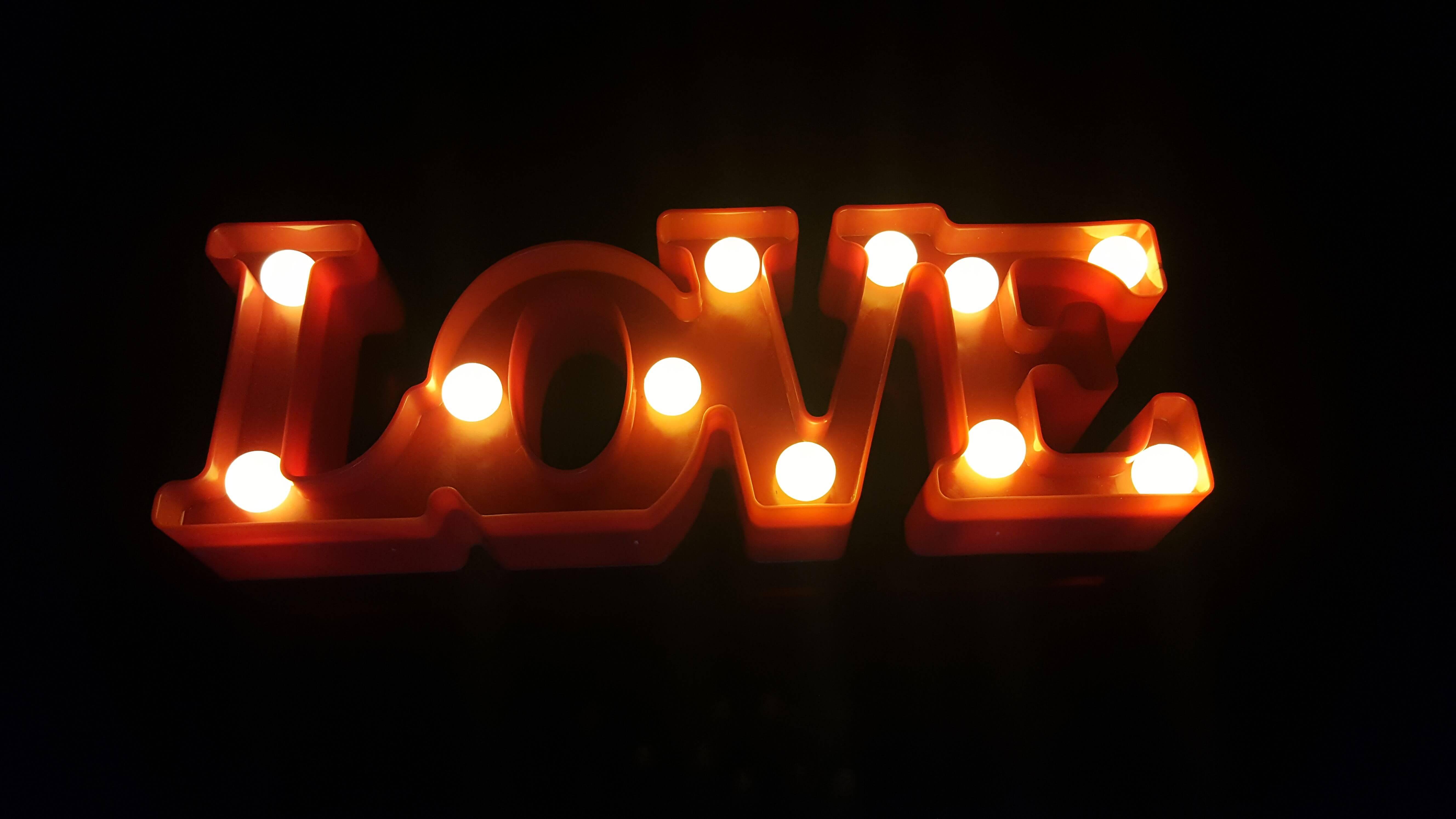 שלט love מאיר