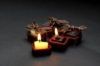 24 נרות דמויי פרלינים