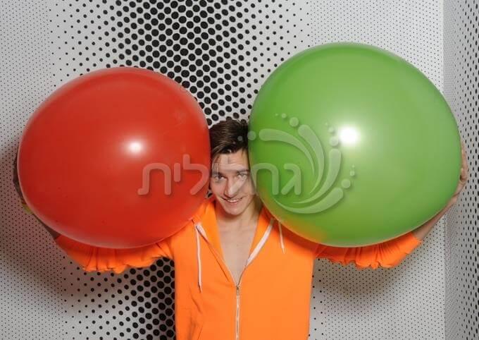 בלון ענק - Huge balloon