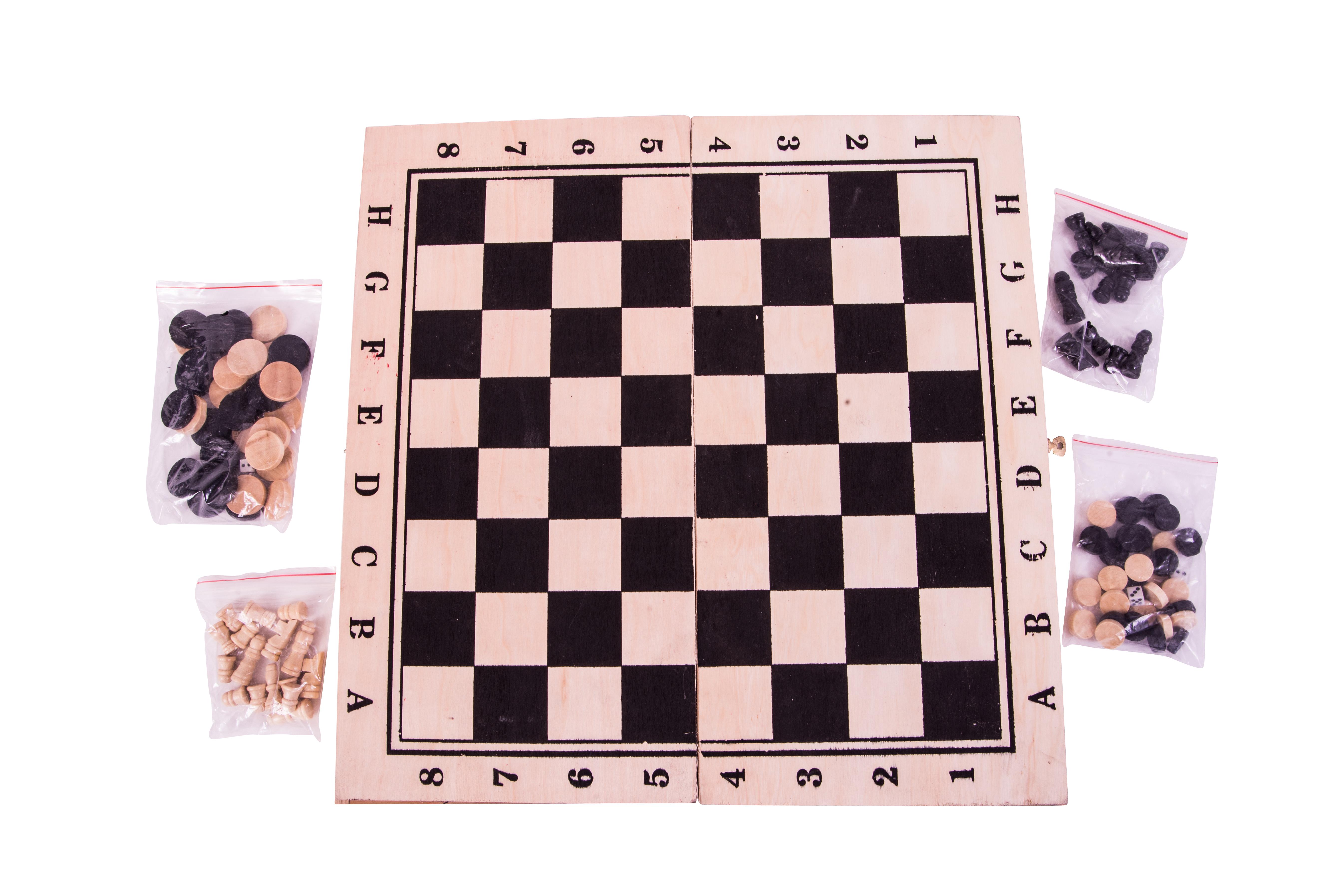 משחק שחמט גדול מעץ