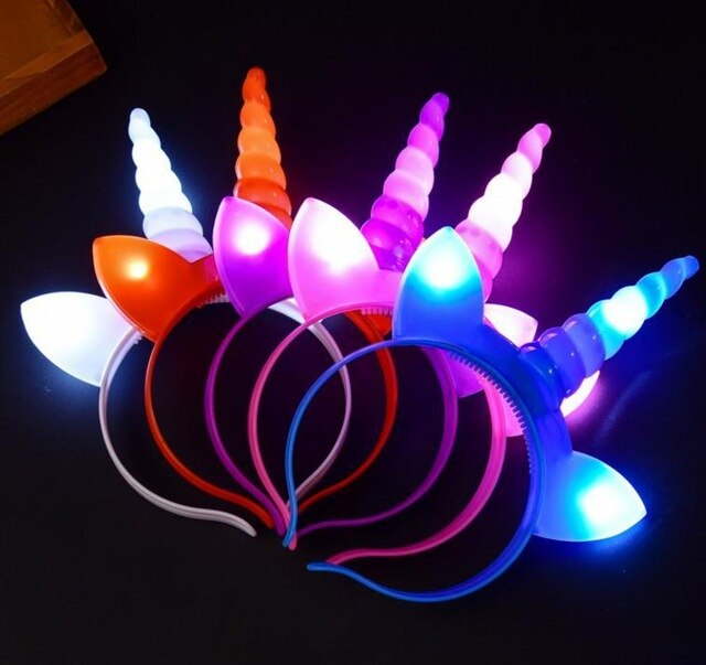 קשת חד קרן צבעונית מאירה
